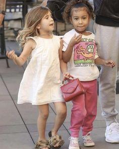 Kardashian Memes, Kardashian Style, Kardashian Jenner, Kourtney Kardashian, Jenner Kids, Jenner Family, Cute Outfits For Kids, Cute Kids, Cozy Outfits