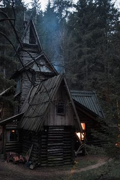 Little Witch cottage ? Little Witch cottage ? Witch Cottage, Witch House, Spooky House, Halloween House, Ideas De Cabina, Drag, Cabins And Cottages, Cabins In The Woods, Tiny House