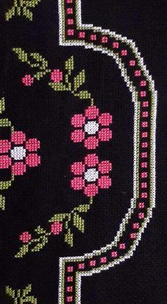 Cross Stitch Rose, Cross Stitch Flowers, Christmas Cross, Christmas Tree, Cross Stitching, Christmas Sweaters, Diy And Crafts, Alphabet, Kids Rugs