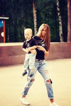 Ripped jeans mommy and son Mommy And Son, Mom Son, Mama Baby, Baby Boy Fashion, Kids Fashion, Jeans Et T-shirt, Mom And Son Outfits, Mother Son Matching Outfits, Mommy Style