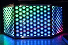 DJ Booth Mod. NDJ-2048H. DJ booth consists of three semi-hexagonal modules, LED RGB or DMX lighting up to 2048 DMX channels, structure made of carbon steel and aluminum, finished in acrylic. #led dj booth #light booth #dj light #DJ led #cabina lde #cabina Dj #deejay booth #cabina iluminada #DJ iluminacion