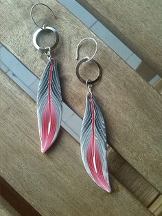 https://flic.kr/p/zyRsSU | Feathers in grey/pink. Earrings