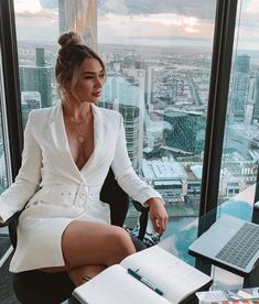 Join The Club Blazer Dress White Elegantes Business Outfit, Elegantes Outfit, Boss Lady, Girl Boss, Mode Outfits, Fashion Outfits, Woman Outfits, Bar Outfits, Vegas Outfits