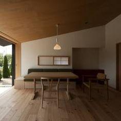 居間: 宇佐美建築設計室が手掛けたtranslation missing: jp.style.リビング.classicリビングです。