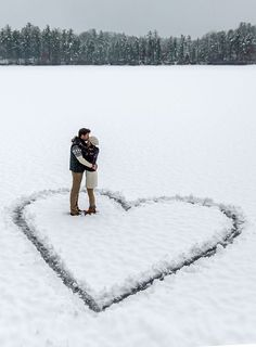 Cute idea for a snowy #engagementphoto that you could use for a #savethedate or holiday card. #weddingplanning