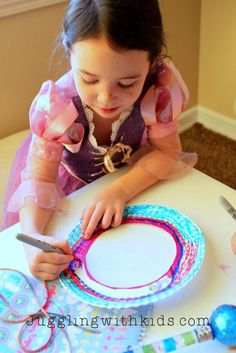 The Ultimate Guide to Feathers and our Dream Catcher Craft – Juggling With Kids Dream Catcher For Kids, Dream Catcher Craft, Marble Painting, Craft Materials, Feathers, Crafts For Kids, Activities, Crafts For Children, Kids Arts And Crafts
