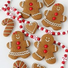 Gingerbread House Decorating Party - Gingerbread Cookies for a Gingerbread Party - by Glorious Treats Christmas Sweets, Christmas Cooking, Noel Christmas, Christmas Goodies, Christmas Recipes, Christmas Ideas, Italian Christmas, Christmas Cakes, Halloween Christmas
