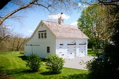Ask the Outdoor Living Experts: What Makes a Masterful Barn, Garage or Storage Shed Builder? Carriage House Plans, Barn House Plans, Barn Garage, Garage Plans, Garage Ideas, Shed Builders, Shop Buildings, Barns Sheds, Garage Apartments
