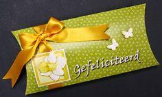 Marjoleine's blog: Gele kaarten en een doosje met narcissen en een schaap