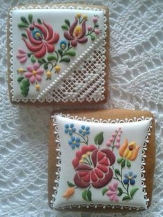 Hungarian Embroidery Ideas Hungarian-style embroidery and lace cookies - Lace Cookies, Flower Cookies, Easter Cookies, Royal Icing Cookies, Cupcake Cookies, Sugar Cookies, Iced Biscuits, Cookies Et Biscuits, Hungarian Cookies
