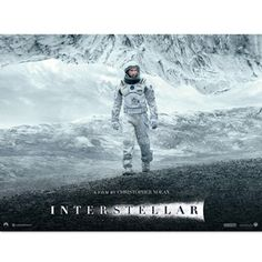 """『ダークナイト』『インセプション』で知られるクリストファー・ノーラン監督の最新作『インターステラー』が、11月22日(土)に日本公開を迎える。『インターステラー』は""""惑星間移動""""を意味する言葉で、地球環境の変化と食糧飢饉で人類の滅亡が近づく中、移住可能な惑星を探しに宇宙へ旅立つ壮大な冒険と、運命を担うことになった男と娘の感動的な絆のドラマが描かれているという。秘密主義で知られるノーランらしく今回も内容の多くはまだ謎に包まれているが、公開を前に、人類が太陽系を離れてほかの惑星へ移住するというストーリーに、現代の科学がどの程度近づいているか、宇宙ライターの目線で検証する。"""