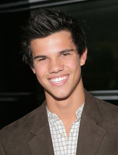 OMG! Video of Taylor Lautner Stripping To Prove He Is Better Than Bieber!