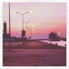 """""""Lascia tutto e raggiungimi.."""" Tramonto sul molo di Marina di Ravenna - Instagram by gianlureds10"""