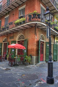 Pirates Alley Cafe, New Orleans, Louisiana .original site of the 1769 Spanish Colonial Prison where brothers Jean and Pierre Lafitte were both imprisoned. Battle Of New Orleans, New Orleans Art, New Orleans Homes, New Orleans Louisiana, Louisiana Swamp, Louisiana Usa, New Orleans Architecture, New Orleans French Quarter, Crescent City