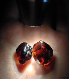 Два относительно крупных необработанных циркона без трещин и включений. Такое сырьё самое ценное. #zircon #crystal #gem