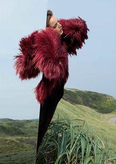 Jeux de miroirs | Anna de Rijk by Viviane Sassen for Numéro No. 127 October 2011 - NOIR FAÇADE - The place for fashion editorials.
