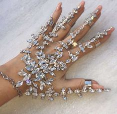 Ring and bracelet set in crystals for the bride. Fun and sexy bridal jewelry. Hand Jewelry, Cute Jewelry, Body Jewelry, Jewelry Box, Jewelry Accessories, Jewelry Design, Unique Jewelry, Pinterest Jewelry, Magical Jewelry