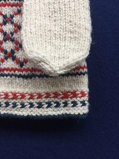 Ravelry: Fisherman's Net: A Skolt Sami Mitten pattern by Laura Ricketts Mittens Pattern, Reindeer, Ravelry, Knitted Hats, Knitting Patterns, Knit Crochet, Winter Hats, Gloves, Knit Patterns