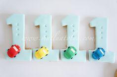 1 yaş, şekiilli kurabiye, butik kurabiye, kurabiye, doğum günü, doğumgünü, yaş günü, hediyelik, bebek, erkek, bebek şekeri, bebek hediyesi, araba, çocuk, balon, tekerlek