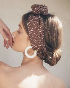 Wow, the cloth in your hair looks really good The 2019 trend: hair towels We li . - Wow, the cloth in your hair looks really good The 2019 trend: hair towels We li …, - Mens Hairstyles Thin Hair, Headband Hairstyles, Stylish Hairstyles, Hairstyles 2016, Hairstyles With A Bandana, Hairstyle Ideas, Updo Hairstyle, Party Hairstyles, Wedding Hairstyles