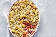 16 januari 2017 - Gnocchi + tonijnstukken in de bonus - Deze mediterrane ovenschotel kan altijd: lekker snel en lekker anders, met gnocchi. - recept - Allerhande