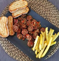 Τηγανιά με λουκάνικα | Cookos Grill Pan, Steak, Grilling, Kitchen, Recipes, Food, Griddle Pan, Cooking, Crickets