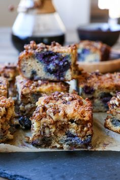 This Paleo Blueberry Coffee Cake recipe is a grain-free dairy-free refined sugar-free version of the classic breakfast. Made with almond flour coconut flour and pure maple syrup this healthy treat is delicious and nutritious! Paleo Dessert, Dessert Sans Gluten, Healthy Sweets, Gluten Free Desserts, Dessert Recipes, Dinner Dessert, Gluten Free Muffins, Gluten Free Breakfasts, Healthy Snacks