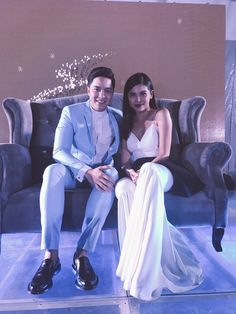 Alden Richards and Maine Mendoza at Timeless November Maine Mendoza, Alden Richards, Tv Awards, Now And Forever, Taeyong, Actors, Couple Photos, Concert, Couples