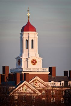 Dunster House tower at Harvard. DiscoverHarvard.com.