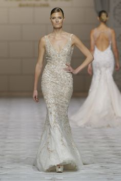 Vestido de novia en color beige de Pronovias. Quién dijo que los vestidos de novia deben ser siempre blancos?!
