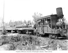15-ton Class A Climax locomotive with a horizontal tee style boiler, log train, and crew, Clemons Logging Company, 1926 (Clark Kinsey photograph)