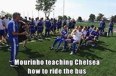 John Terry i spółka pobierają nauki od swojego trenera • Jose Mourinho uczy Chelsea Londyn jak jeździć autobusem • Wejdź i zobacz >>