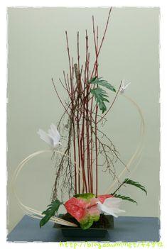 성전 공간 연출... -지난주에는 견진성사(전례 제의색 홍색), 세례식(예전색, 전례 제의색 백색)에 대해 공부를 했다. 상징물을 이용하여 꽃과 함께 연출을 하면 보는이들에게 의미를 전달하는데 더욱 효과를 낼 수있어 좋다 . 디자인은 봉사자의 Flower Arrangement, Glass Vase, Wreaths, Home Decor, Floral Arrangements, Decoration Home, Door Wreaths, Room Decor, Flower Arrangements