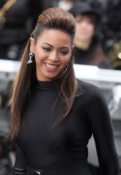 Beyonce look's amazing with dark hair she should rock dark color's more often.