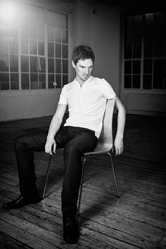 <3 I know this is Ben, maybe like over 6 years ago or something but......... LOOK. AT. HIS. LEGGGGGZZZZZZ !!!!!  <3   *Benedict Cumberbatch*