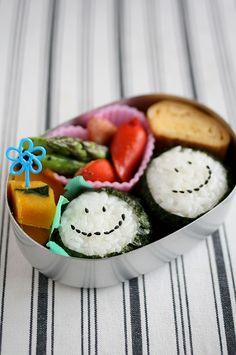 Onigiri Rice Balls with Black Sesame Seed Face Bento by mamanblog スマイルおにぎり弁当