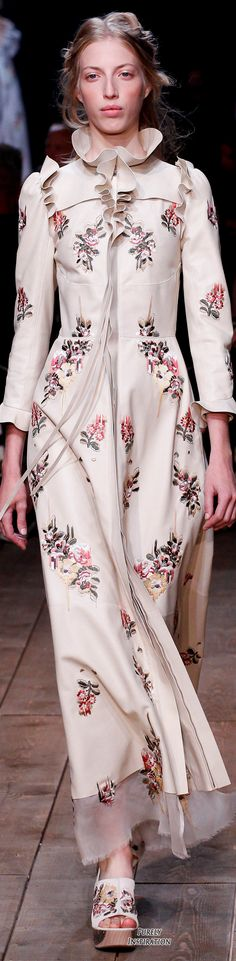 Alexander McQueen SS2016 Women's Fashion RTW | Purely Inspiration