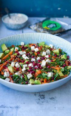 Salat med bagte gulerødder, avocado og granatæbler - Julie Bruun Food N, Food And Drink, Cooking Recipes, Healthy Recipes, Edamame, Salad Recipes, Tapas, Meal Prep, Cobb Salad