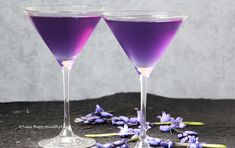 Lavender is not only for your bath or to keep your closet fresh. Lavender Vodka Cocktail is refreshing and with no refined sugar.