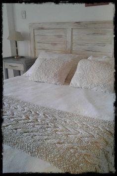 Bed Runner, En Stock, Knit Or Crochet, Crochet Projects, Bedroom, Walkways, Lucca, Linens, Furniture