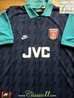 Relive Arsenal's 1994/1995 season with this vintage Nike away football shirt.