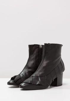 Topshop MILLY  - Stiefelette - black für SFr. 130.00 (03.06.17) versandkostenfrei bei Zalando.ch bestellen.