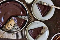 Introduce yourself to a family of cake recipes that all began with the Original Cake Pan Cake. These cakes are easy, stir-together recipes that bake up beautifully. Try chocolate, vanilla, pumpkin spice, and more. Cake Flour Recipe, Skillet Cake, Single Layer Cakes, Rich Cake, King Arthur Flour, Gluten Free Cakes, Good Pizza, Artisan Bread, Vegetarian Chocolate