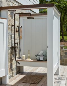 Outdoor Pool Shower, Outdoor Shower Enclosure, Outdoor Toilet, Outside Showers, Outdoor Bathrooms, Pool Houses, Backyard Patio, Outdoor Spaces, New Homes