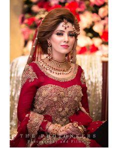 bridal jewelry for the radiant bride Pakistani Bridal Makeup, Bridal Mehndi Dresses, Nikkah Dress, Pakistani Wedding Outfits, Bridal Outfits, Bridal Lehenga, Bridal Lace, Indian Bridal, Bridal Style