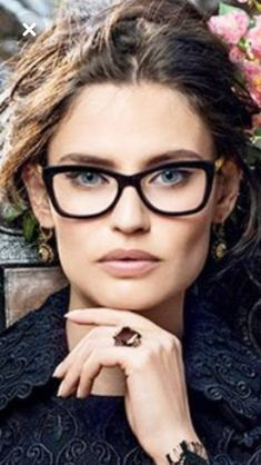 Eye Makeup For Glasses Oakley Sunglasses 52 Super Ideas Glasses For Round Faces, Girls With Glasses, Optical Glasses, Eye Glasses, Stylish Reading Glasses, Hair And Beauty Salon, Wearing Glasses, Gorgeous Eyes, Eyeglasses For Women