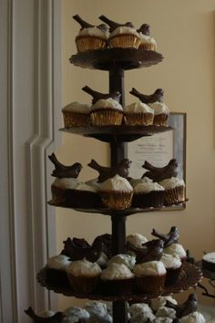 black bird cupcakes (chocolate, actually) - hmmm...wonder if i could find a crow chocolate mold