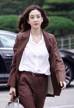 Ootd Fashion, Fashion Outfits, Womens Fashion, Coats For Women, Clothes For Women, Pantsuits For Women, Badass Women, Work Looks, Korean Actresses