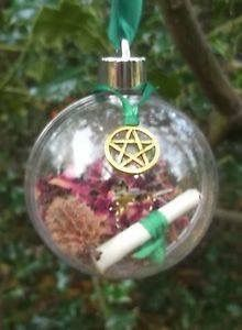 Buy Yule Witch Ball Christmas Tree Decoration diameter Green in our Christmas Shop. Yule Decorations, Christmas Tree Decorations, Christmas Bulbs, Pagan Christmas Tree, Christmas Diy, Yule Crafts, Wiccan Crafts, Holiday Crafts, Pagan Yule