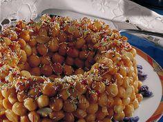 cicerchiata abruzzese - Gli struffoli sono i dolci più tipici della tradizione Napoletana e rappresentano sicuramente una delle ricette più caratteristiche del periodo Natalizio. Per chi ancora non avesse mai sentito parlare degli struffoli, basti dire che sono delle piccole palline di pasta dolce, fritte e poi immerse nel miele e decorate con confettini colorati e frutta candita. Per quanto riguarda le origini degli struffoli, dobbiamo tornare indietro fino all'età degli antichi Greci che…